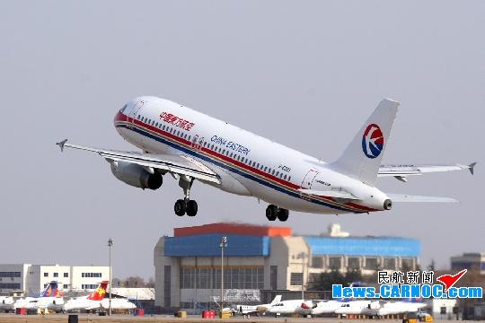 图:空中客车A320-232机型B-6399号飞机在西安咸阳国际机场起飞。摄影:民航资源网网友高文权   民航资源网2009年11月25日消息:2009年11月25日,中国东方航空股份有限公司(China Eastern Airlines Corporation Limited,简称东航)工程技术公司西安维修基地(简称西安维修基地)与东航北京分公司在西安进行了空中客车A320-232机型B-6399号飞机的交接工作,此举标志着原来由东航西北分公司执管的B-6399号飞机正式交由东航北京分公