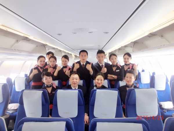 在上海前往法兰克福的mu219航班上