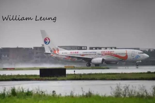 (经典角度不能少)   广州白云国际机场 can有三条跑道 东航云南彩绘